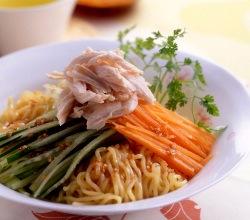 香り野菜と鶏ささみのさわやか冷麺出来上がり図